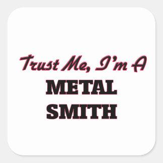 Confíe en que yo es un metal Smith Pegatina Cuadrada