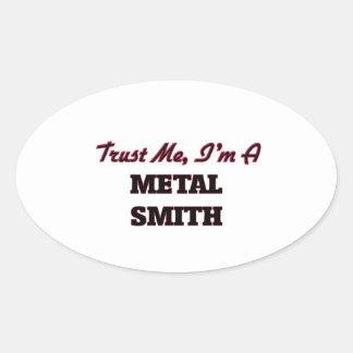 Confíe en que yo es un metal Smith Pegatina Ovalada