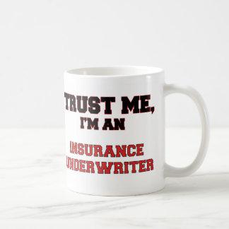 Confíe en que yo es un mi asegurador taza básica blanca