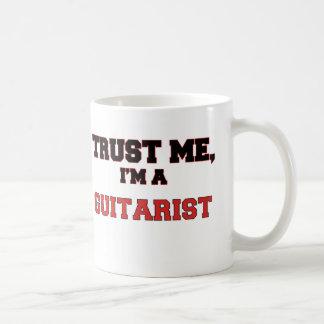 Confíe en que yo es un mi guitarrista taza de café