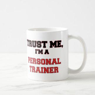Confíe en que yo es un mi instructor personal taza básica blanca