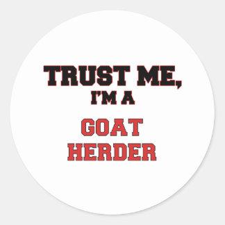 Confíe en que yo es un mi pastor de la cabra pegatina redonda