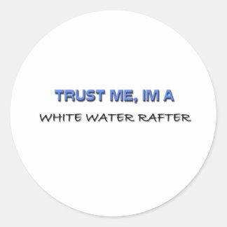 Confíe en que yo es un viga del agua blanca pegatina redonda