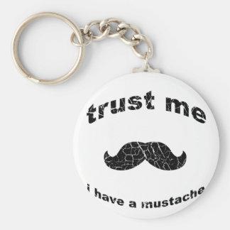 Confíe en que yo tiene un bigote llaveros personalizados