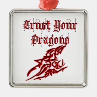 Confíe en sus dragones adorno navideño cuadrado de metal