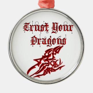 Confíe en sus dragones adorno navideño redondo de metal