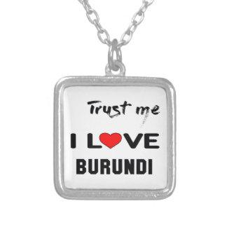 Confíeme en amor Burundi de I Colgante Cuadrado