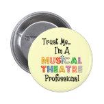 Confíeme en… favorable botón del teatro musical pin