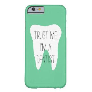 Confíeme en im un caso del iPhone 6 del dentista Funda De iPhone 6 Barely There