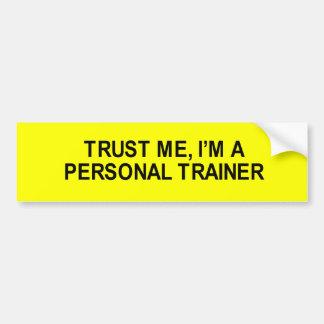 confíeme en los i' m una camiseta personal de etiqueta de parachoque
