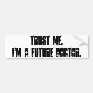 Confíeme en.  Soy doctor futuro Pegatina De Parachoque