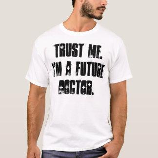 Confíeme en.  Soy doctor futuro Playera