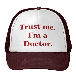 Confíeme en. Soy doctor. Gorra