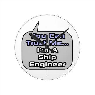 Confíeme en. Soy ingeniero de la nave Reloj