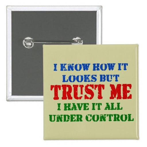 Confíeme en - todo bajo control pin cuadrado