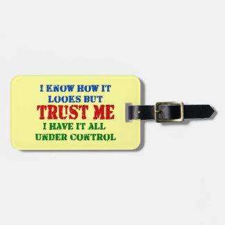 Confíeme en -- Todos bajo control Etiquetas Bolsas
