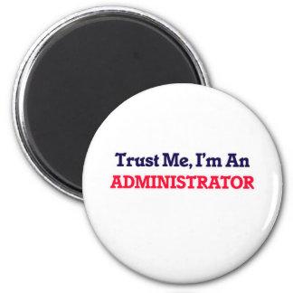 Confíeme en, yo son un administrador imán redondo 5 cm