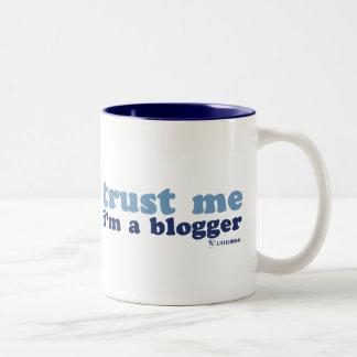 Confíeme en, yo son un Blogger (LiveJournal) Taza De Dos Tonos