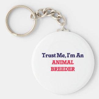 Confíeme en, yo son un criador animal llavero redondo tipo pin