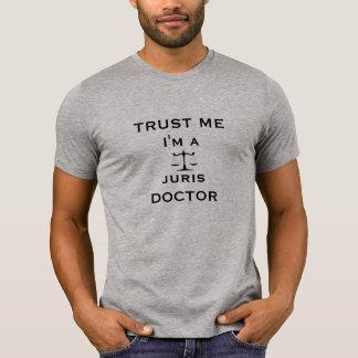 Confíeme en, yo son un doctor de Juris Camisetas