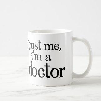 Confíeme en, yo son un doctor Mug Taza De Café