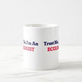 Confíeme en, yo son un ecologista taza clásica