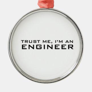 Confíeme en, yo son un ingeniero adorno navideño redondo de metal