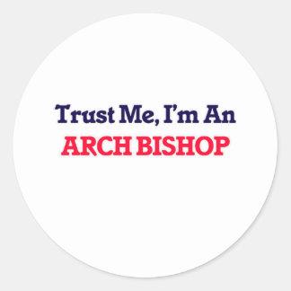 Confíeme en, yo son un obispo del arco pegatina redonda