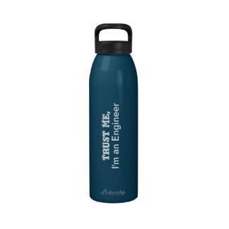 Confíeme en yo son una botella de agua del ingeni