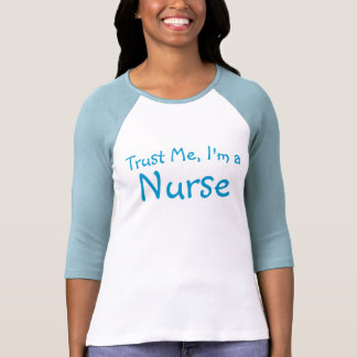 Confíeme en, yo son una enfermera t shirts
