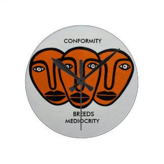 Conformity 2 round clock