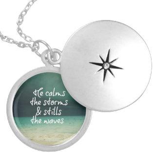 Confortar cita de dios con la tormenta del océano pendientes