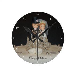 """Congratulations"" by mysteryella Reloj Redondo Mediano"