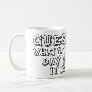Conjetura qué día es día de chepa - camello taza clásica