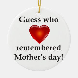 Conjetura que recordaba día de madres adorno navideño redondo de cerámica