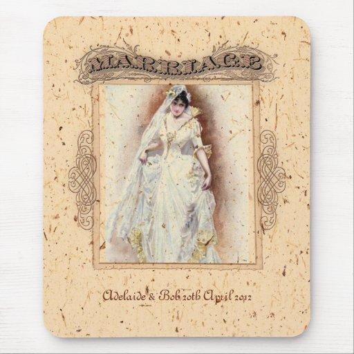 Conmemoración poner crema del boda de Victoriana Alfombrilla De Ratón