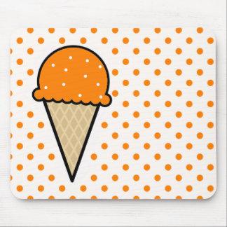 Cono de helado anaranjado mouse pad