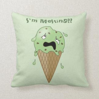 Cono de helado de fusión del dibujo animado (estoy cojín decorativo