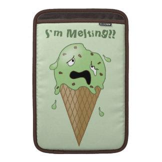 Cono de helado de fusión del dibujo animado (estoy fundas macbook air