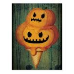 Cono de helado de la calabaza de Halloween Postal