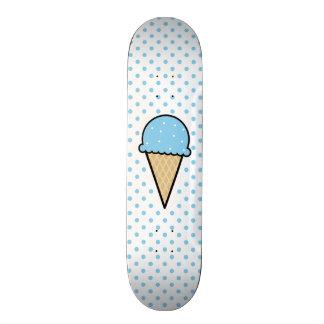 Cono de helado de los azules cielos monopatines personalizados