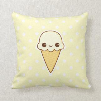Cono de helado feliz de vainilla de Kawaii Cojines