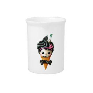 Cono de helado femenino del cráneo jarra