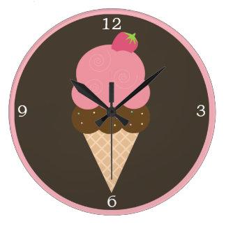 Cono de helado rosado de fresa reloj redondo grande