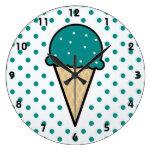 Cono de helado verde del trullo relojes de pared