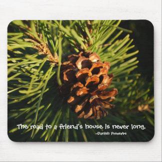 Cono del pino de Vermont de la casa de un amigo Tapete De Raton