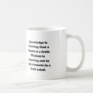 Conocimiento y sabiduría taza básica blanca