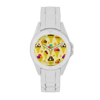 Conos de helado coloridos del dibujo animado relojes de mano