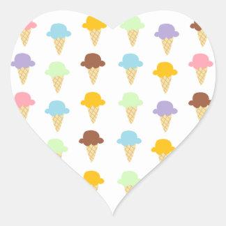 Conos de helado coloridos pegatina en forma de corazón