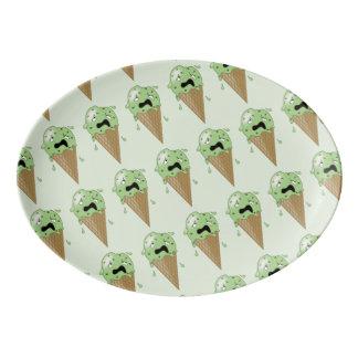 Conos de helado de fusión del dibujo animado plato de porcelana